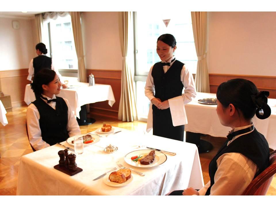 キャリエールホテル旅行専門学校画像